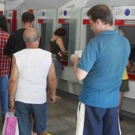 Fila em banco. Foto: Agência O Globo