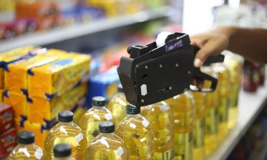 Remarcação de preços nos mercados Foto: Marcos Alves / Agência O Globo