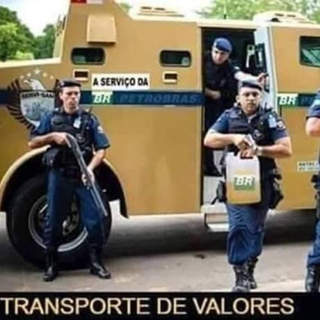 Meme na internet faz piada com preço da gasolina:transporte de valores Foto: Reprodução da internet