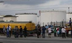 Manifestação de caminhoneiros contra o aumento do Diesel na refinaria Raizen, Área 1. Foto: Domingos Peixoto / Domingos Peixoto