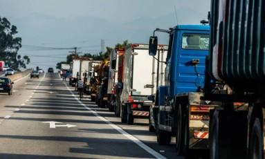 Caminhoneiros parados na BR-101 Foto: Marcelo Régua