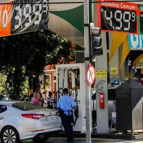 Posto no Rio: preços da gasolina variaram de R$ 3,87 a R$ 10,56 durante a greve dos caminhoneiros Foto: Marcelo Régua / Agência O Globo