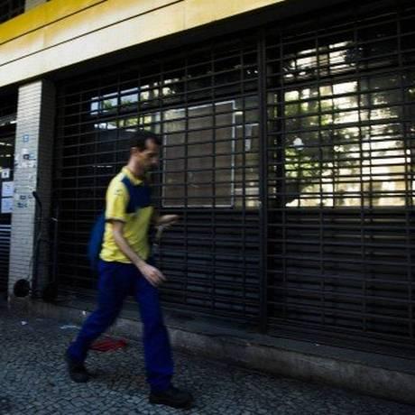 Fachada de agência dos Correios no Rio: aplicativo de pré-postagem permite preenchimento prévio dos dados Foto: Guito Moreto / 15.03.2018 / Agência O Globo