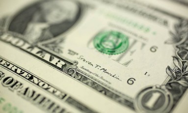 Detalhe de nota de dólar. Foto: Andrew Harrer / Bloomberg