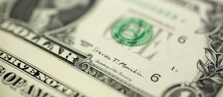 Detalhe de nota de dólar Foto: Andrew Harrer / Bloomberg