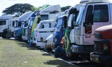 Caminhoneiros durante a greve do fim de maio Foto: Jorge William / Agência O Globo