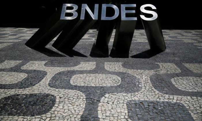 Fachada do edifício do BNDES, no Rio Foto: Pilar Olivares / Reuters