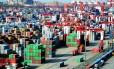 China acusa os EUA de chantagem e ameaça retaliar caso Trump imponha novas tarifas aos produtos chineses. Foto: - / AFP
