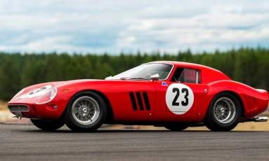 Ferrari vermelha fabricada em 1962, do modelo 250 GTO, vai a leilão Foto: Sotheby's/Divulgação