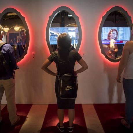 Jovens assistem a uma apresentação do YouTube em uma conferência em Austin, Texas Foto: David Paul Morris / Bloomberg