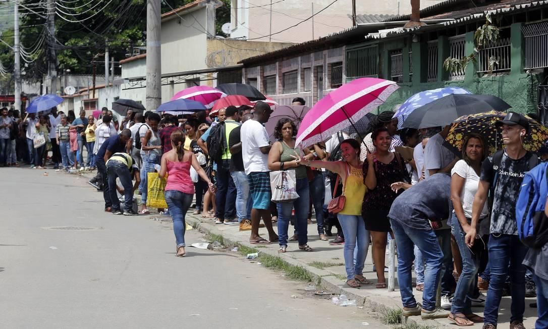 Corte do benefício à metade já jogou 11,6 milhões na pobreza Foto: Marcos de Paula / Agência O Globo