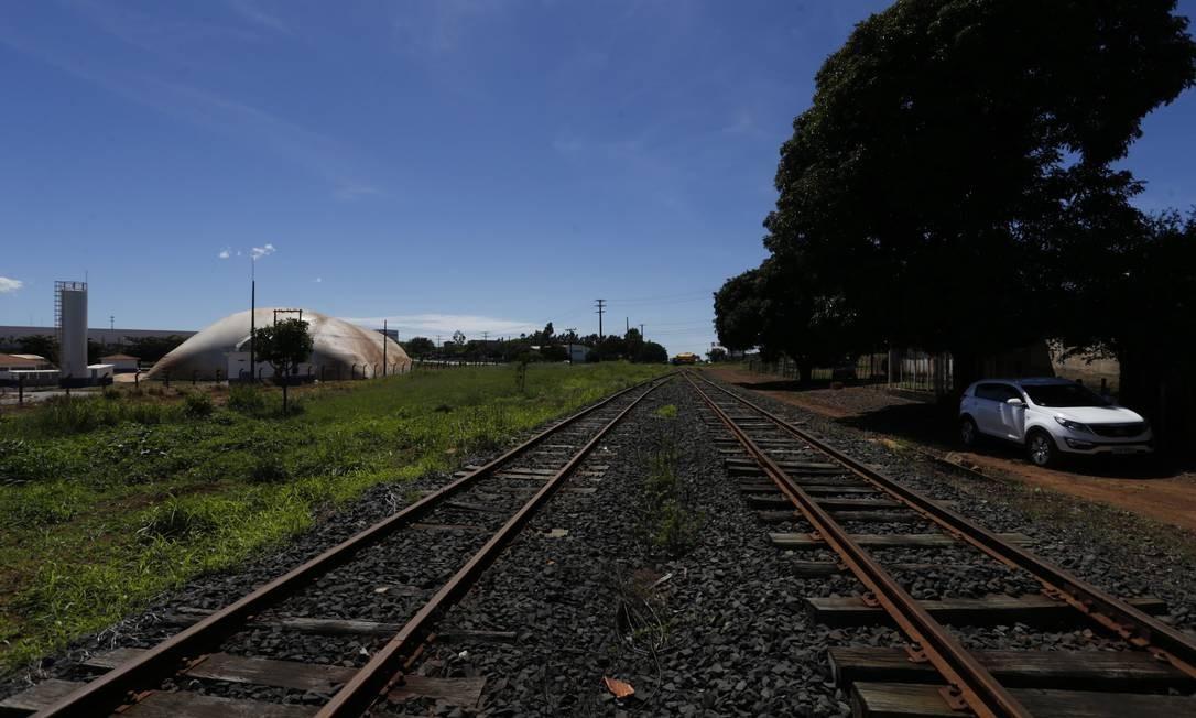 Na foto, a ferrovia Norte-Sul, trecho em Anápolis, Goiás Foto: Michel Filho / Agência O Globo