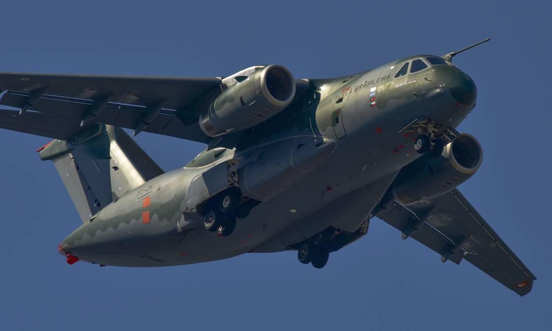 A empresa lançou em 2016 o KC-390, nova aeronave da linha de defesa. Ela fez seu primeiro voo da unidade fabril de GPX, em Gavião Peixoto (SP) para São José dos Campos em 2 de fevereiro. Foto: Lucas Lacaz Ruiz / Agência O Globo