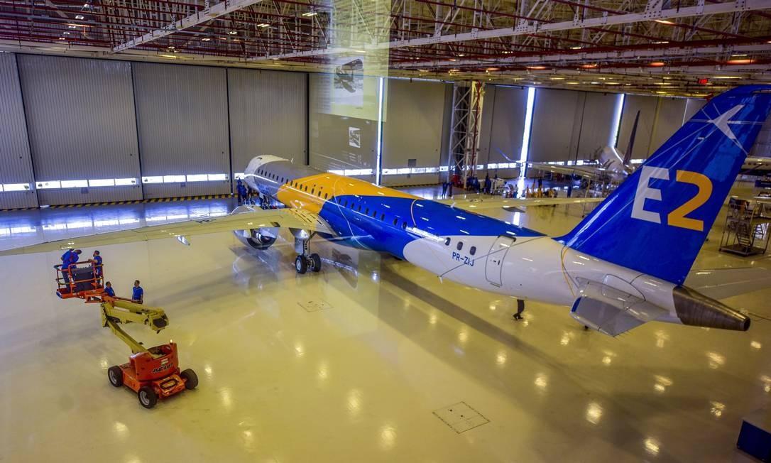Em 2017, a Embraer apresentou o jato comercial E195-E2. A aeronave faz parte da nova geração mais eficiente no mundo, com economia de combustível de até 24%. Foto: Lucas Lacaz Ruiz/07/03/2017 / Agência O Globo