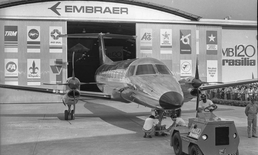 Após o sucesso do Bandeirante, a Embraer lançou o avião EMB 120 em 1979, com o nome Brasília. Foto: Antonio Carlos Piccino / Agência O Globo