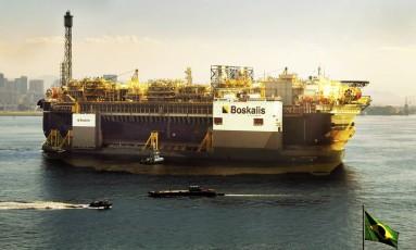 Plataforma P 67, da Petrobras, chega à Baía de Guanabara Foto: ANTONIO SCORZA / Agência O Globo