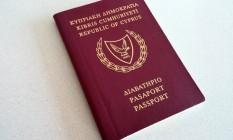 Passaporte de Chipre com o brasão maltês Foto: Reprodução