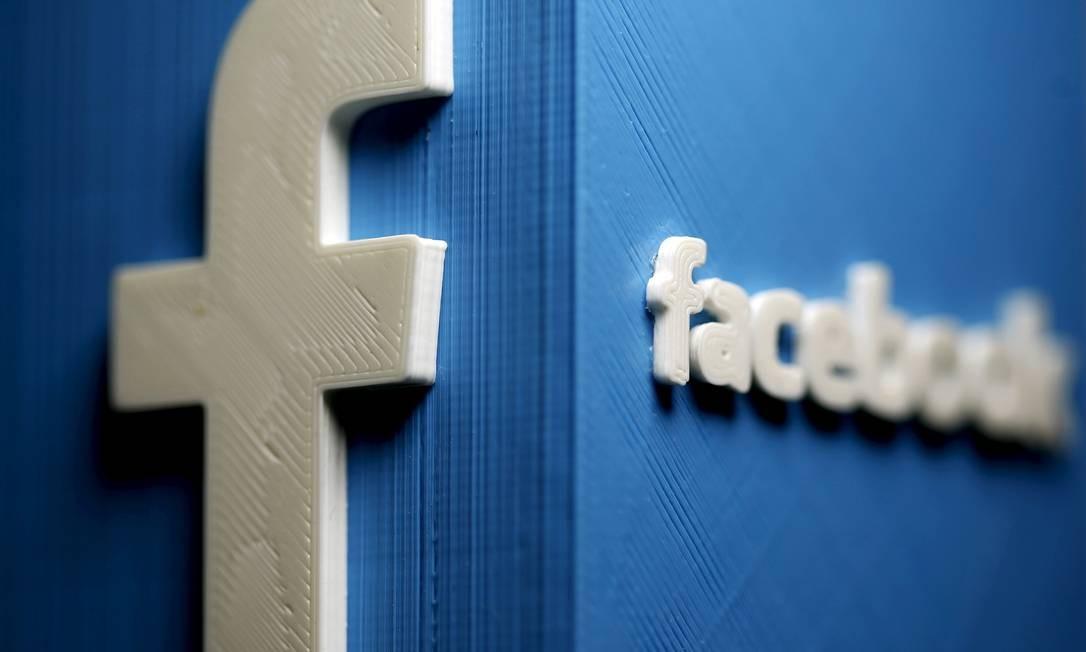 Representação plástica do Logodo Facebook em 3D Foto: Dado Ruvic / REUTERS