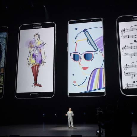 DJ Koh, presidente e CEO da Samsung, fala no lançamento do Galaxy Note 9, em Nova York Foto: Drew Angerer / AFP
