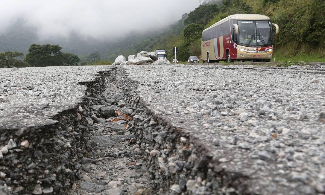 Paralisação das obras de duplicação da estrada BR-040 (Rio-Juiz de Fora) no trecho da subida da serra de petrópolis e na descida. Foto: Márcio Alves / Agência O Globo