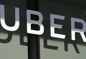 Logo do Uber em prédio em Los Angeles, Califórnia Foto: ROBYN BECK / AFP