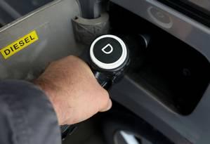 Gastos do governo para bancar o subsídio do óleo diesel pesaram nas contas de setembro Foto: Sergio Perez / Reuters