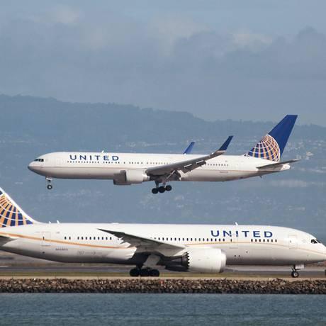 Aviões da united Airlines no aeroporto de São Francisco, nos EUA Foto: Louis Nastro / REUTERS