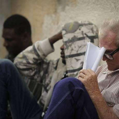 Fila para vagas de emprego no Comperj no centro de Itaborai. Foto: PABLO JACOB / Agência O Globo