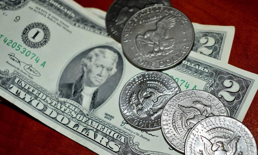 Notas e moedas de dólar Foto: Pixabay
