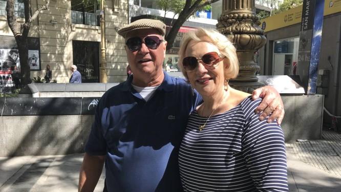 Os goianos Vicente e Maria Gomes na Rua Florida Foto: Janaína Figueiredo / Janaína Figueiredo