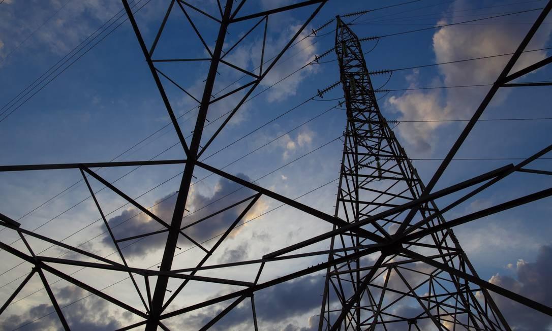 Torres de transmissão de energia em Brasilia Foto: Daniel Marenco / Agência O Globo