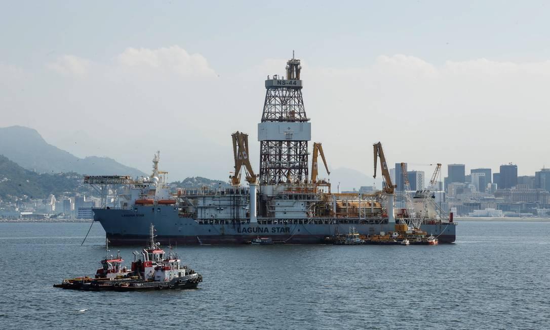 Plataforma de Petróleo na Baia de Guanabara Foto: Brenno Carvalho