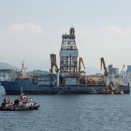 Plataforma de Petróleo na Baía de Guanabara Foto: Brenno Carvalho / Agência O Globo