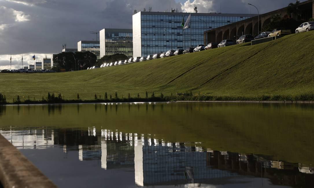 Esplanada dos Ministérios: salário médio de servidores é o dobro do pago na iniciativa privada Foto: Michel Filho / Agência O Globo