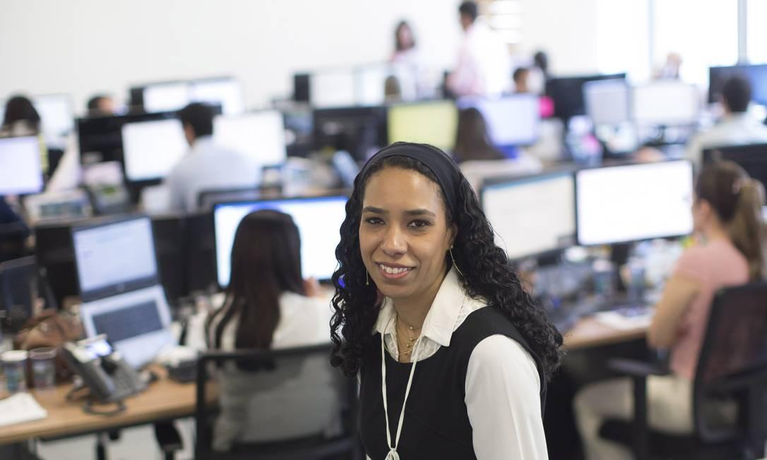 Roberta Anchieta, tem 40 anos, lidera 55 pessoas, e é Superintendente do banco Itaú Foto: Edilson Dantas / Agência O Globo