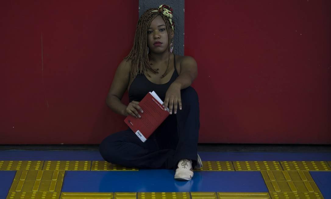 Thayna Marina de Souza Alves estuda administração na Faculdade Zumbi dos Palmares e conseguiou um emprego por um projeto de inclusão racial no ambiente corporativo. Foto: Edilson Dantas / Agência O Globo