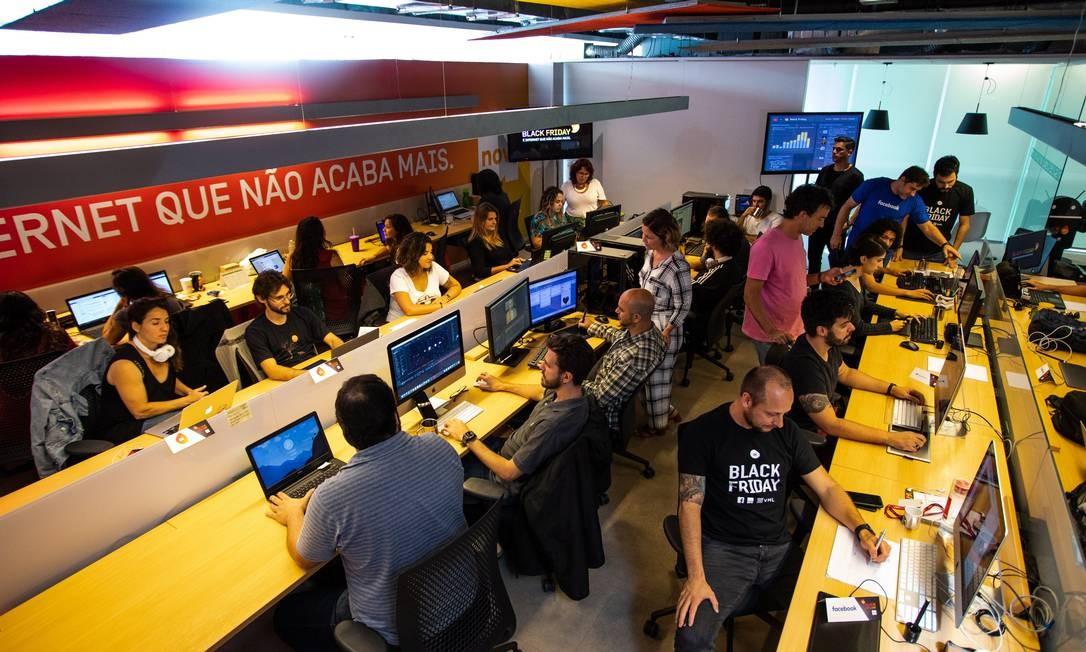 Empresas criam salas de guerra para monitorar o Black Friday - Espaço da Oi na Artplan Foto: Barbara Lopes / Agência O Globo