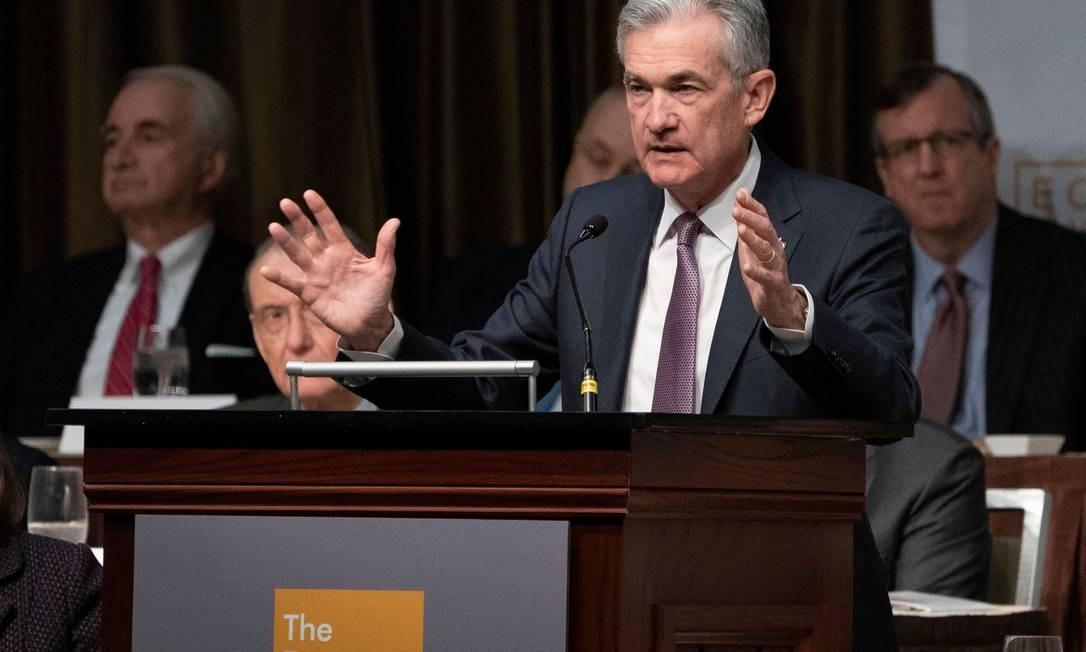 Presidente do BC americano, Jerome Powell, fala no Clube de Economia de Nova York Foto: DON EMMERT / AFP