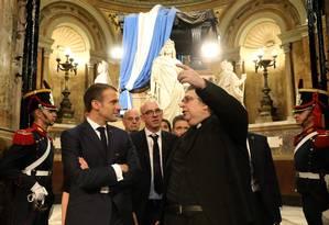 O presidente Francês, Emmanuel Macron, visita a Catedral Metropolitana de Buenos Aires. Foto: LUDOVIC MARIN / AFP