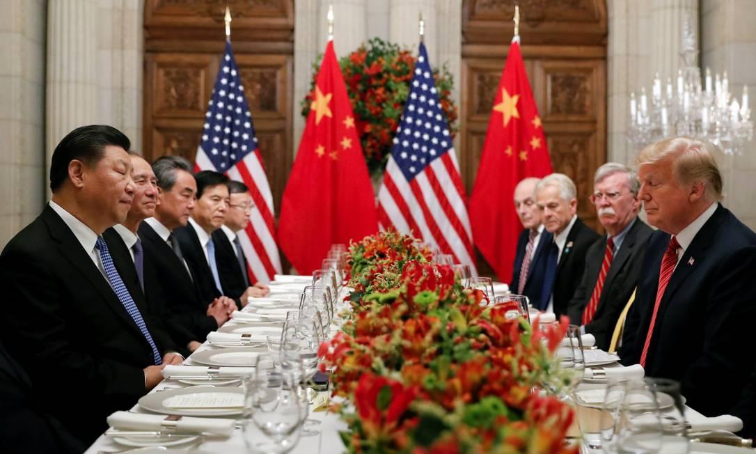 O presidente americano, Donald Trump, em jantar com o presidente chinês, Xi Jinping, em Buenos Aires Foto: KEVIN LAMARQUE / REUTERS