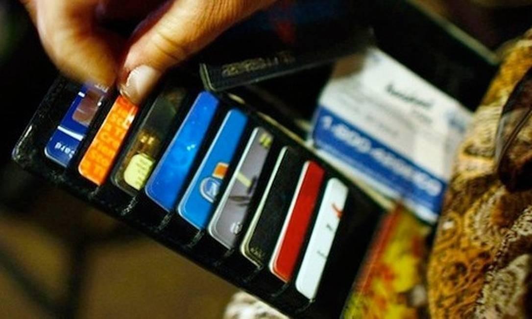 Cartões de crédito estão no topo das contas em atraso em maio Foto: Arquivo