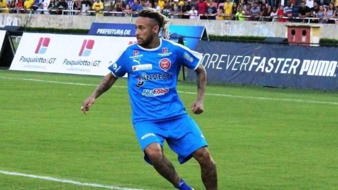 Em dezembro, JJ Invest apareceu em um dos espaços publicitários mais disputados do mercado esportivo no planeta: o peito de Neymar, no jogo beneficente Futebol contra a Fome, patrocinado pela empresa Foto: Agência O Globo