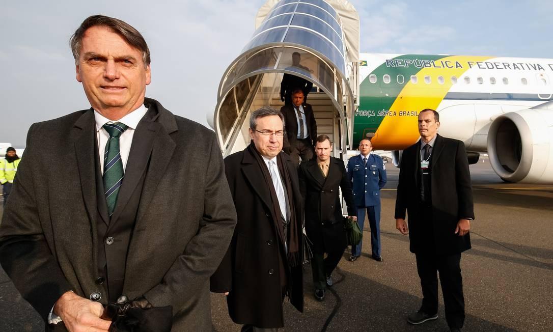 Jair Bolsonaro durante chegada à Suíça Foto: Agência O Globo