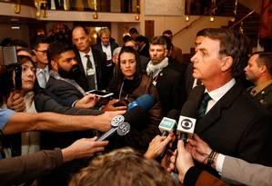 O presidente Jair Bolsonaro concede entrevista a jornalistas no hotel em que está hospedado em Davos, na Suíça Foto: Alan Santos/PR Foto: Alan Santos/Presidência da República / Agência O Globo