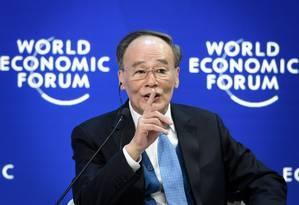 Vice-presidente chinês, Wang Qish, discursa no Fórum Econômico Mundial, em Davos, na Suíça Foto: FABRICE COFFRINI / AFP