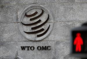 A logomarca da Organização Mundial do Comércio na sede da entidade, na Suíça Foto: Denis Balibouse / REUTERS