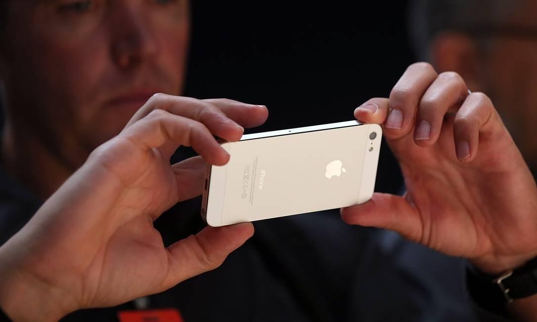 Apple planeja reduzir preço de alguns aparelhos no exterior por causa da alta do dólar Foto: JUSTIN SULLIVAN / AFP