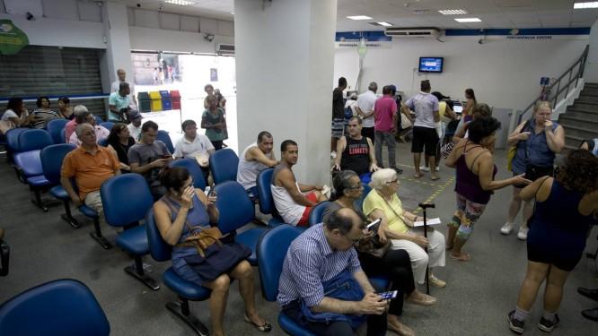 Movimento nas agências do INSS Foto: Márcia Foletto / Agência O Globo