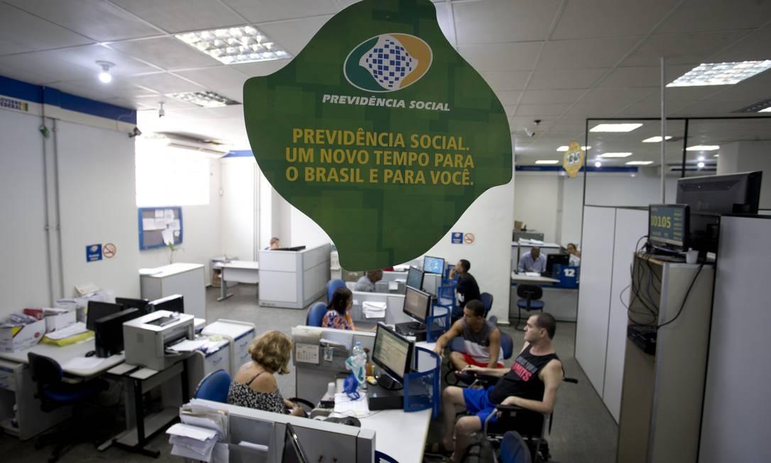 Movimento nas agências do INSS. Na foto, a agência Centro da Previdência Social Foto: Márcia Foletto / Agência O Globo