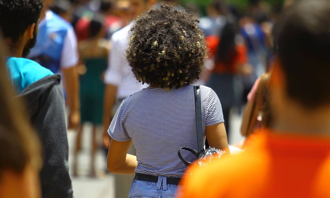 Jovens terão dificuldades para calcular quanto precisam poupar para se aposentar Foto: Jorge William/11-11-2018 / Agência O Globo